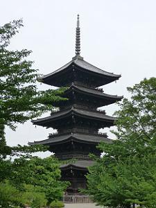 東寺の五重塔。西寺にも同じ五重塔が建っていた。