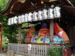 粟田神社の大きな人形