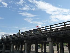時代祭を見物した三条大橋