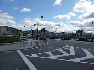 五条大橋は国道1号線が通り道幅が広い