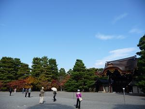 建春門と紅葉