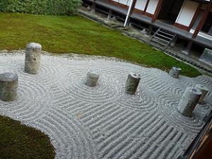 北斗の庭と呼ばれる東庭