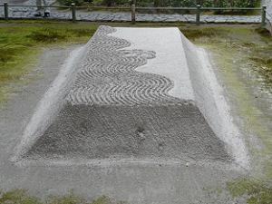 法然院の盛り砂