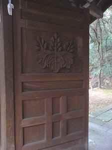 秀吉の桐の家紋が彫られた扉
