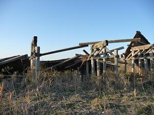 橋の真ん中あたりは完全に破壊されている