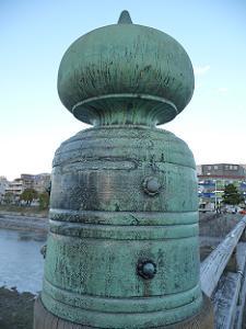 三条大橋北側の西から2つ目の擬宝珠