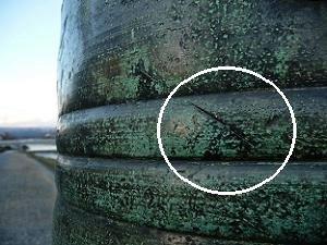 三条大橋北側の擬宝珠の刀傷