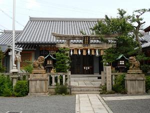 2つの神社の社殿