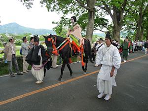 女性の騎馬