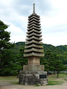 十三重石塔
