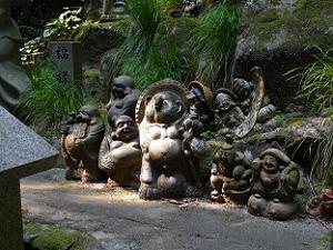 ミニ七福神とタヌキ
