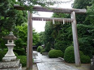 蚕の社の鳥居 蚕の社の鳥居 野宮神社の黒木鳥居ほどではありませんが、原始的な造りとなっ... 蚕