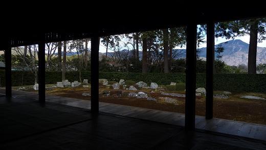 比叡山を借景としている