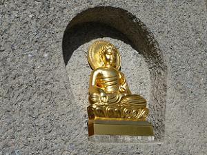 金色の仏像