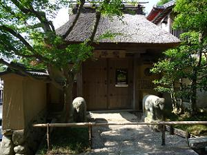 野仏庵の長屋門
