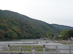 渡月橋中央から見た嵐山