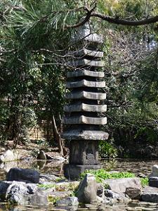 渉成園の源融ゆかりの塔