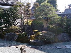 日本を表現した築山