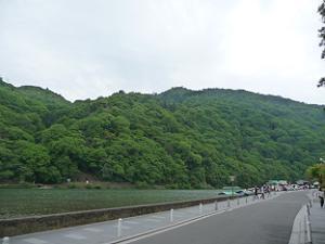 渡月橋の北から見た大堰川