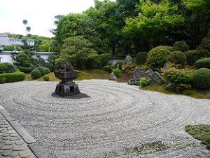 霊雲院の九山八海の庭