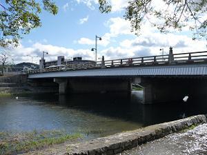 五条大橋と鴨川