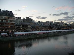 四条大橋から見た鴨川会場