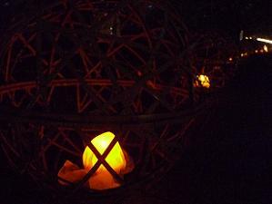 竹かごに入った風鈴灯