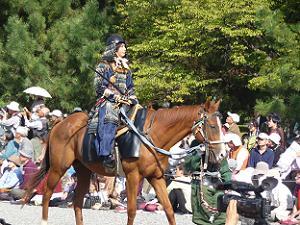 馬にまたがる兵士