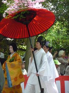 赤い傘と婦人