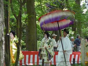 再び傘と婦人