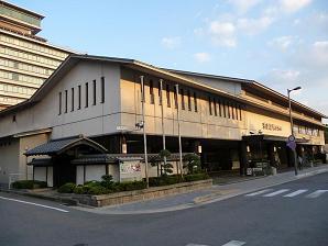 夕日を浴びた京都国際ホテル