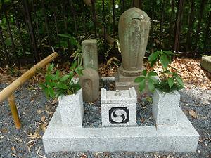 覚運の墓塔