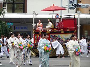 京都織物卸商業組合花傘娘