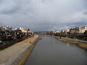 四条大橋から見た三条河原