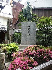 日蓮聖人の像