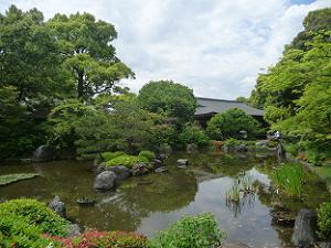 平安の庭の池