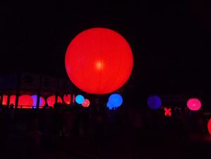 真っ赤な球体