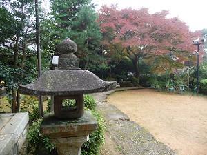 灯籠と紅葉
