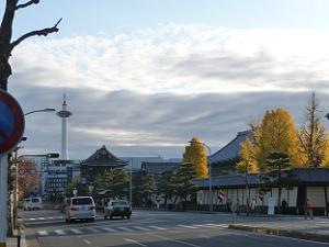 烏丸通から見る東本願寺