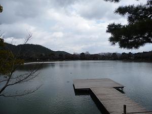 五大堂から見る大沢池