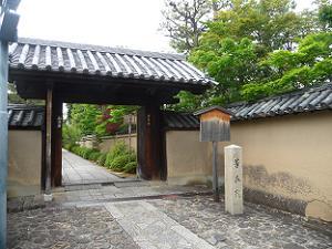 芳春院の入り口