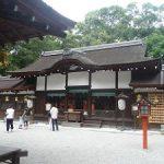 夏でも女性の参拝者が多い河合神社・2017年