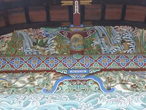 割拝殿の装飾