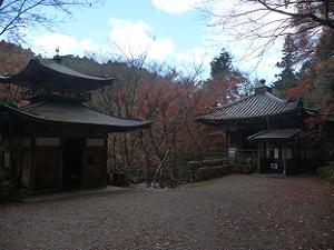 ふれ愛観音堂(左)と地蔵堂(右)