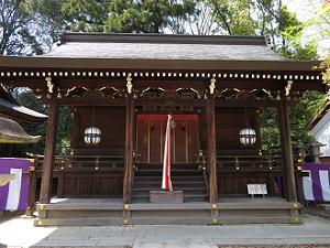 野見宿祢神社(左)、一夜松社(中)、豊国神社(右)