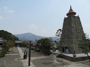 比叡山と仏舎利塔