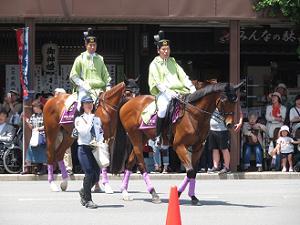 警察官の騎馬