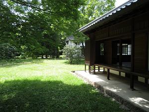 収納展示室と庭園