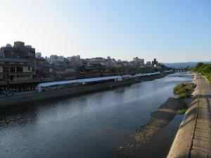 四条大橋から見る鴨川会場