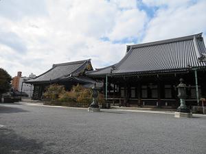 阿弥陀堂(左)と大師堂(右)